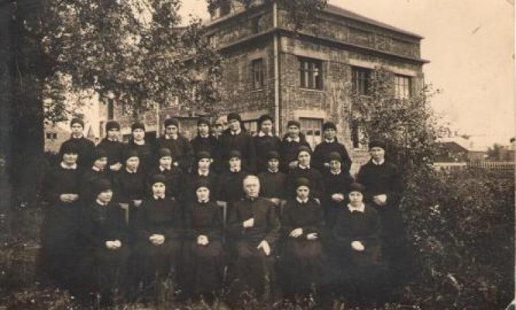 Šventosios Šeimos seserų vienuolijos namai